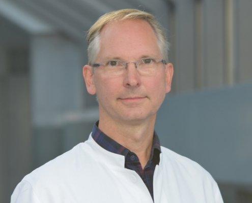 Dr. Reinhold Bug