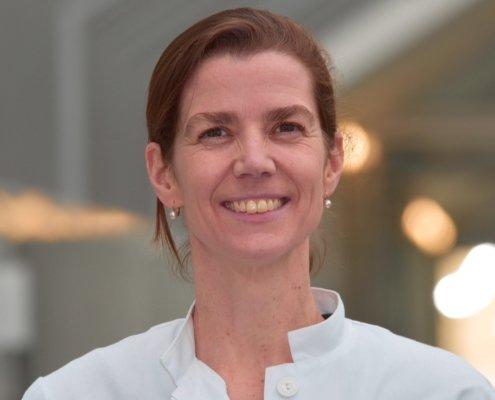 Dr. Nora Hinsch